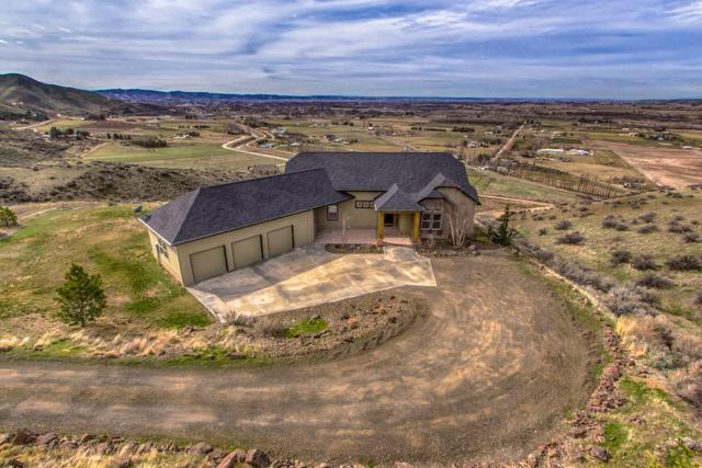 2039 Lariat Way, Emmett, ID 83617 (MLS #98682861) :: Jon Gosche Real Estate, LLC
