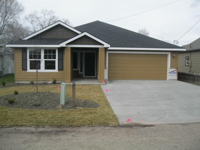 919 N 10th Ave, Nampa, ID 83687 (MLS #98685751) :: Broker Ben & Co.