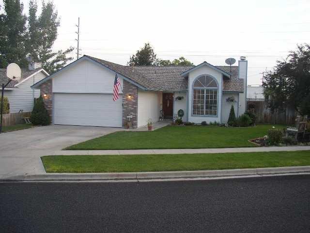 1284 W Crest Wood, Meridian, ID 83642 (MLS #98688607) :: Jon Gosche Real Estate, LLC