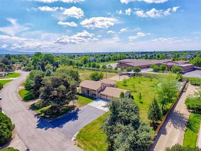 2065 E Paradise, Meridian, ID 83646 (MLS #98694041) :: Jon Gosche Real Estate, LLC