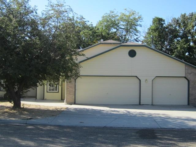 2302 Independence Street, Caldwell, ID 83605 (MLS #98707273) :: Jon Gosche Real Estate, LLC
