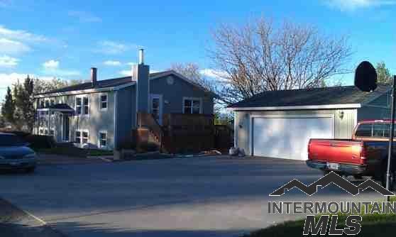 3161 NE Vista Way, Mountain Home, ID 83647 (MLS #98715972) :: Juniper Realty Group
