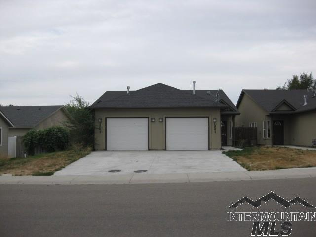 1001-1003 S Diamond St, Nampa, ID 83686 (MLS #98717979) :: Idahome and Land