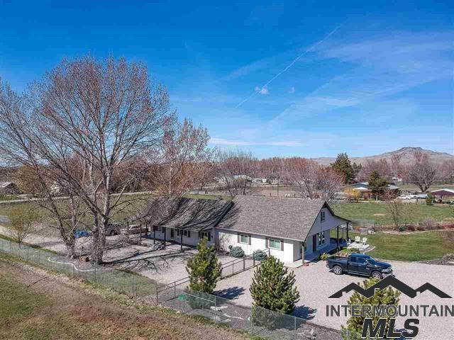 970 N Plaza Rd, Emmett, ID 83617 (MLS #98718840) :: Full Sail Real Estate