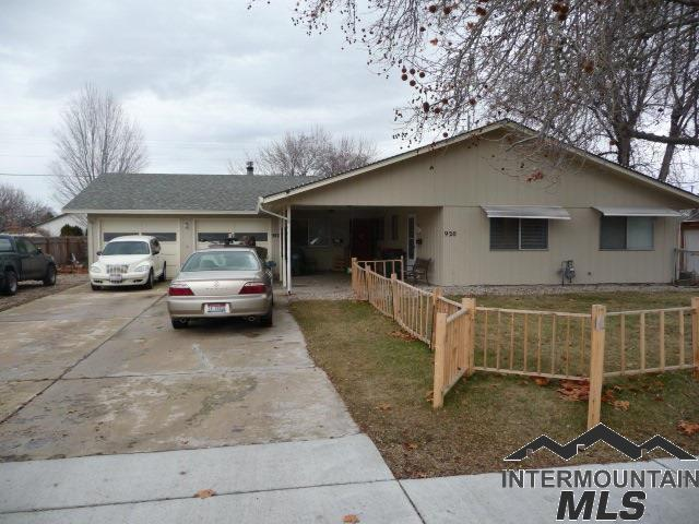 922 Nw 8th Street, Meridian, ID 83642 (MLS #98719428) :: Boise River Realty