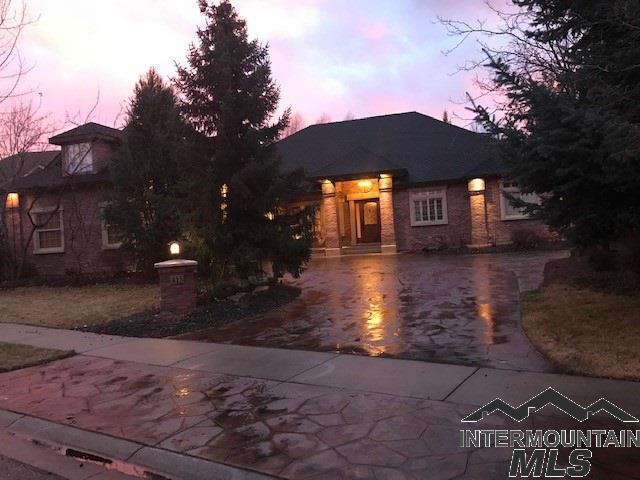 415 W River Trail Court, Eagle, ID 83616 (MLS #98719605) :: Silvercreek Realty Group
