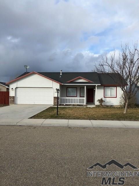 824 W Dewey Ave, Nampa, ID 83686 (MLS #98722349) :: Minegar Gamble Premier Real Estate Services