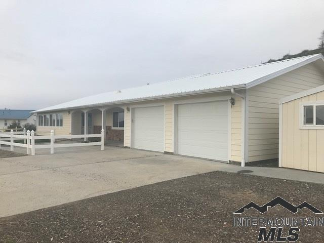 714 Smith Dr, Vale, OR 97918 (MLS #98725138) :: Team One Group Real Estate