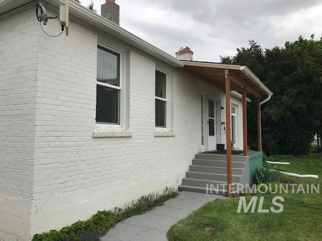 709 Oak St, Nezperce, ID 83543 (MLS #98730778) :: Idahome and Land