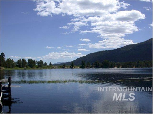 13147 Hawks Bay Road, Donnelly, ID 83615 (MLS #98730845) :: Idahome and Land