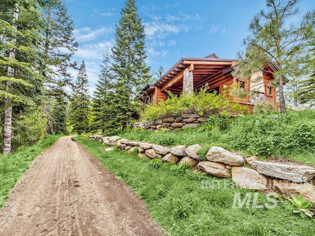 14 Rock Creek Court, Donnelly, ID 83615 (MLS #98731078) :: Alves Family Realty