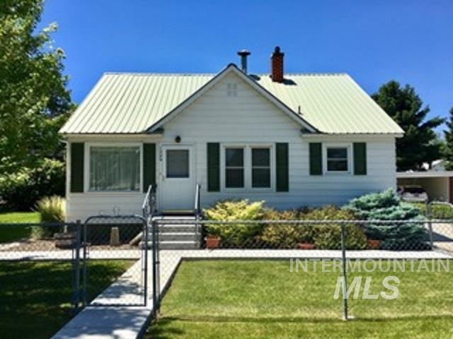 1229 Main Street, Gooding, ID 83330 (MLS #98734872) :: Boise River Realty