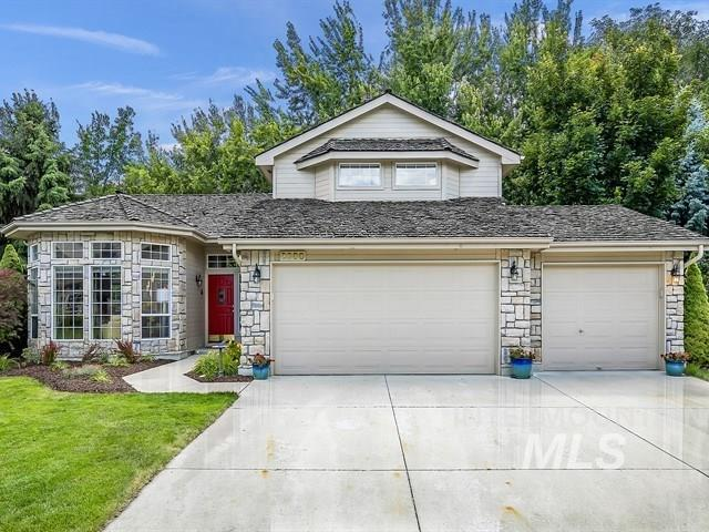 2900 E Rivernest Ct., Boise, ID 83706 (MLS #98734990) :: Givens Group Real Estate
