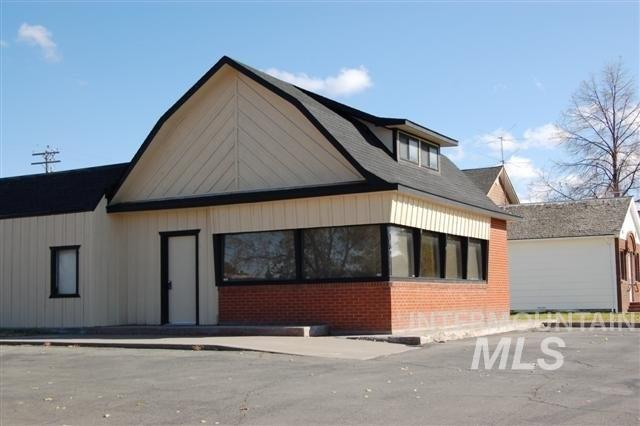 330 N Broadway, Buhl, ID 83316 (MLS #98735544) :: Team One Group Real Estate