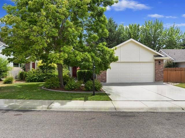 2447 E Ashbrook Ct., Eagle, ID 83616 (MLS #98737723) :: Juniper Realty Group