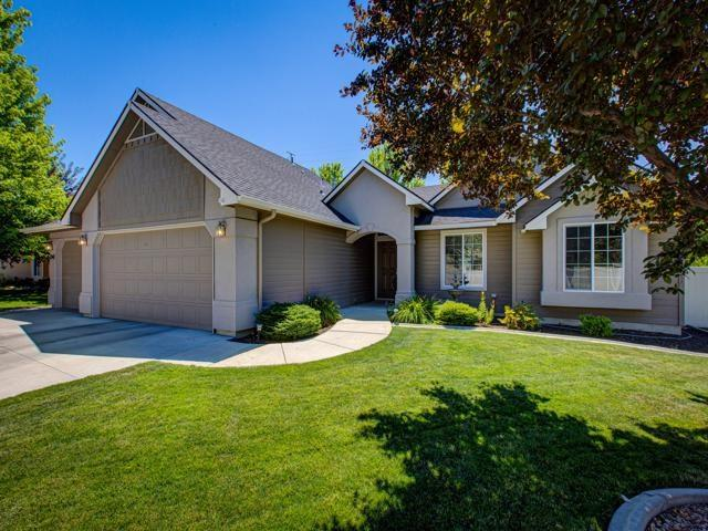 1943 W Pond Stone, Meridian, ID 83646 (MLS #98738137) :: Minegar Gamble Premier Real Estate Services