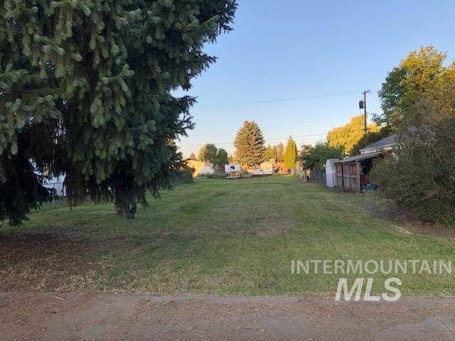 703 Oak Street, Nezperce, ID 83543 (MLS #98745427) :: Jon Gosche Real Estate, LLC