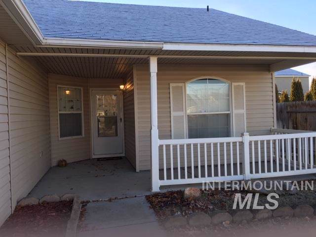 3012 Village Green St, Caldwell, ID 83605 (MLS #98752170) :: Navigate Real Estate