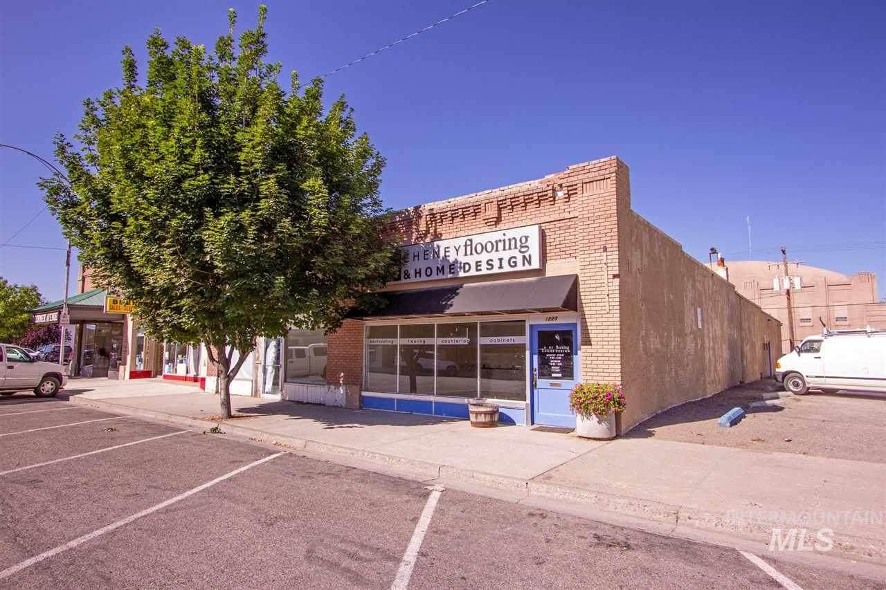 1228 Oakley Ave - Photo 1