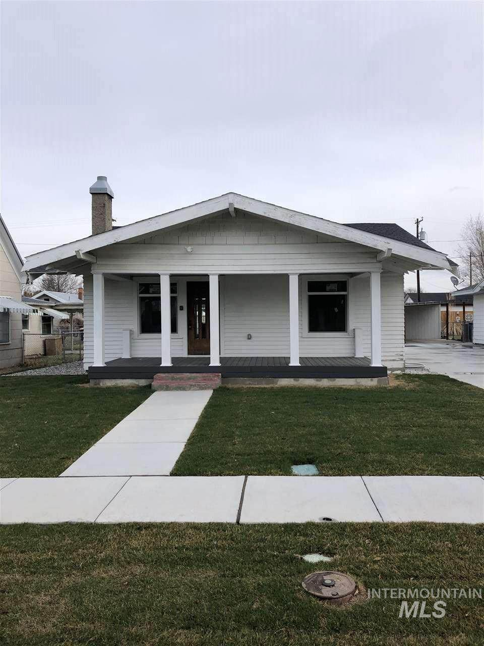 419 6th Ave E - Photo 1