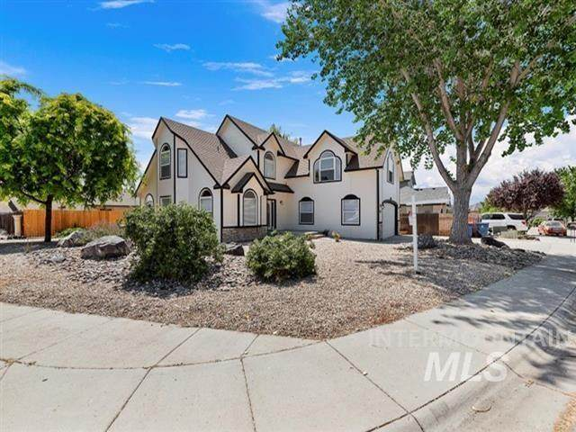 8555 W Thunder Mountain Drive, Boise, ID 83709 (MLS #98774752) :: Team One Group Real Estate