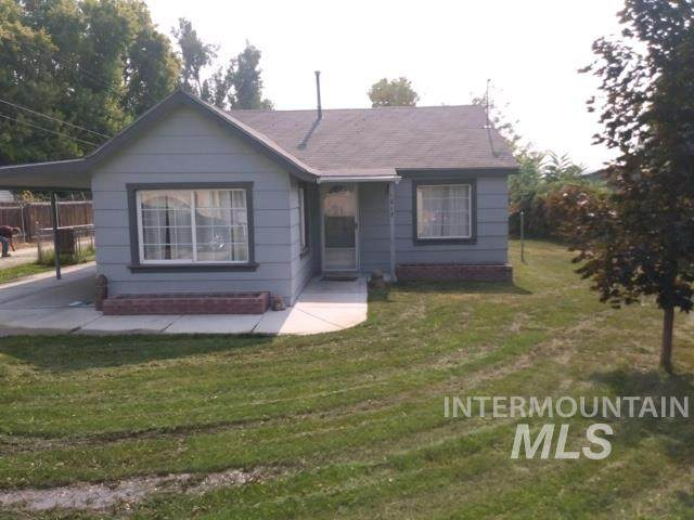 1217 E 4th St, Emmett, ID 83617 (MLS #98781444) :: Jon Gosche Real Estate, LLC