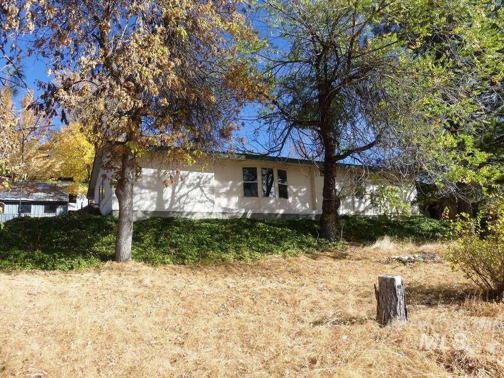 1184 Mesa Road - Photo 1