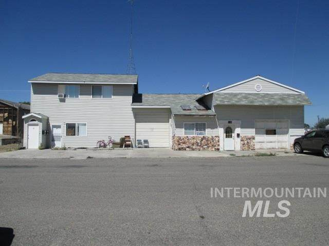 215 & 217 Idaho Street, Gooding, ID 83330 (MLS #98788947) :: The Bean Team