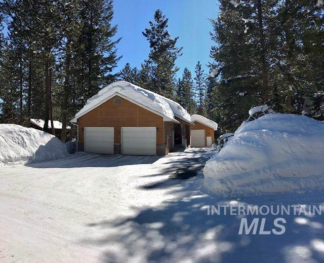 302 Cece Way, Mccall, ID 83638 (MLS #98795340) :: The Bean Team