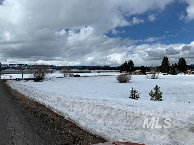 501 S 3rd, Mccall, ID 83638 (MLS #98796981) :: The Bean Team