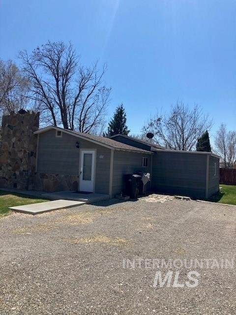 515 W C Street, Shoshone, ID 83352 (MLS #98800407) :: Juniper Realty Group