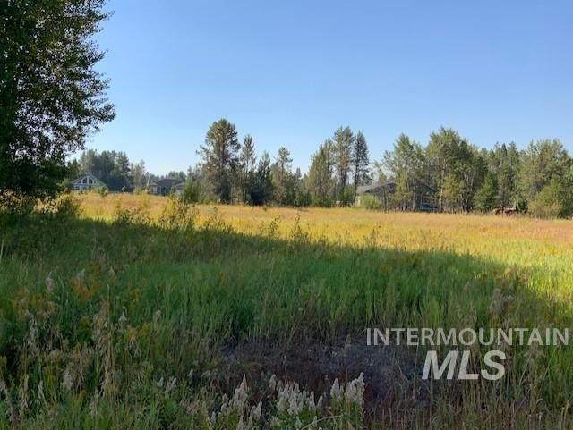 167 Heath Place, Donnelly, ID 83615 (MLS #98801008) :: Build Idaho