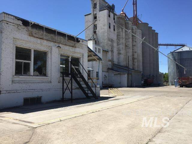 401 Commercial St - Photo 1