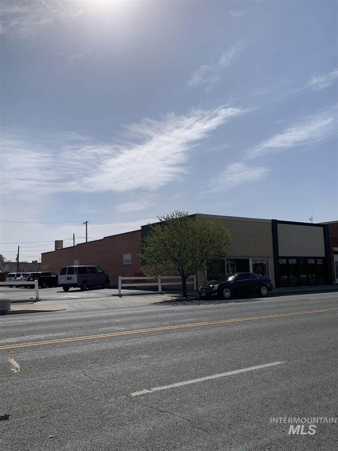 1333 Overland Ave - Photo 1