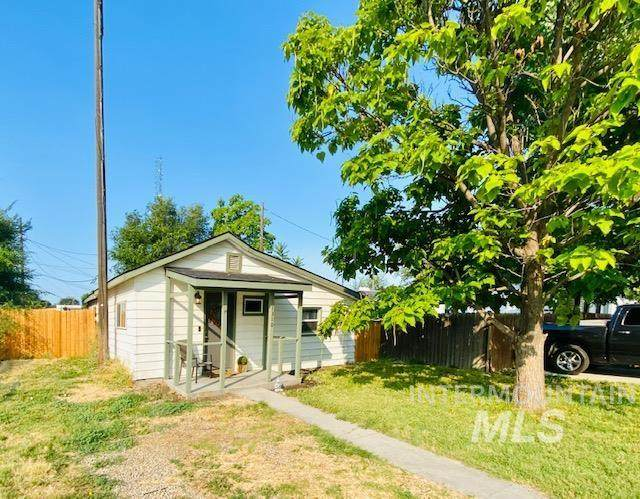 1310 E Elgin, Caldwell, ID 83605 (MLS #98813644) :: Idaho Life Real Estate