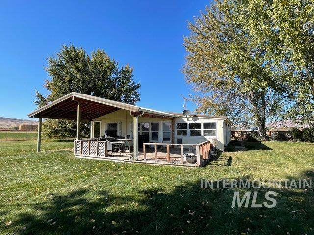 868 Hass Rd, Weiser, ID 83672 (MLS #98822083) :: Minegar Gamble Premier Real Estate Services