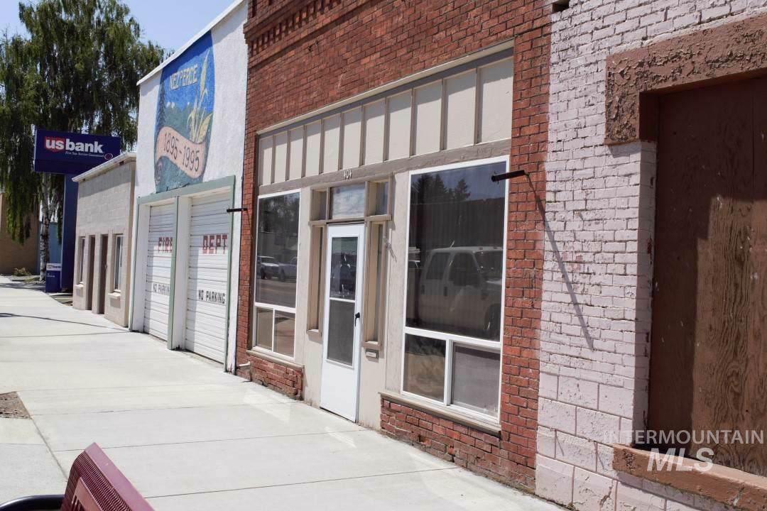 404 Oak St - Photo 1