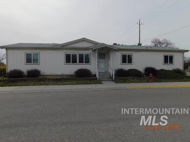 1301 S. American, Emmett, ID 83617 (MLS #98723592) :: Jackie Rudolph Real Estate