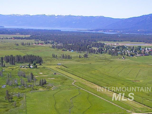 53 Wallace Lane, Donnelly, ID 83635 (MLS #98726458) :: Alves Family Realty