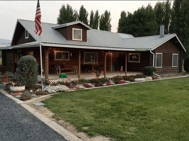 2123 Hildah Rd, Juntura, OR 97911 (MLS #98734988) :: Epic Realty