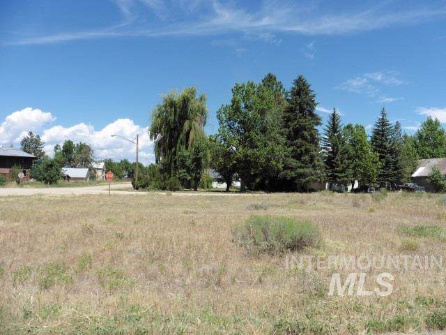 202 E Garnet Ave, Fairfield, ID 83327 (MLS #98739433) :: Adam Alexander