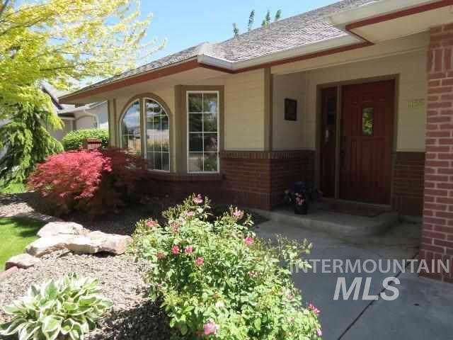 1155 E Hunter Dr, Meridian, ID 83646 (MLS #98754752) :: Idaho Real Estate Pros