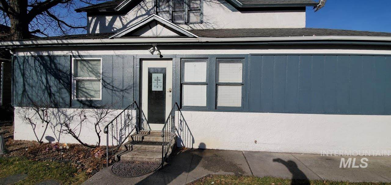 211 16th Ave South - Photo 1