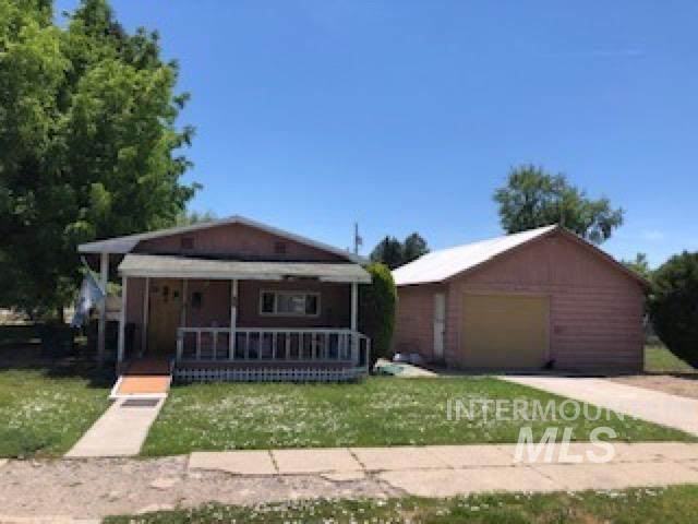 757 E Court St, Weiser, ID 83672 (MLS #98805875) :: Team One Group Real Estate
