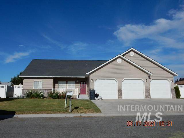 611 Cantle Ave, Filer, ID 83328 (MLS #98807352) :: Team One Group Real Estate
