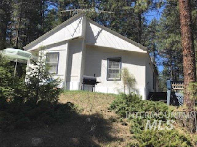253 Holiday Dr., Garden Valley, ID 83622 (MLS #98738532) :: Juniper Realty Group