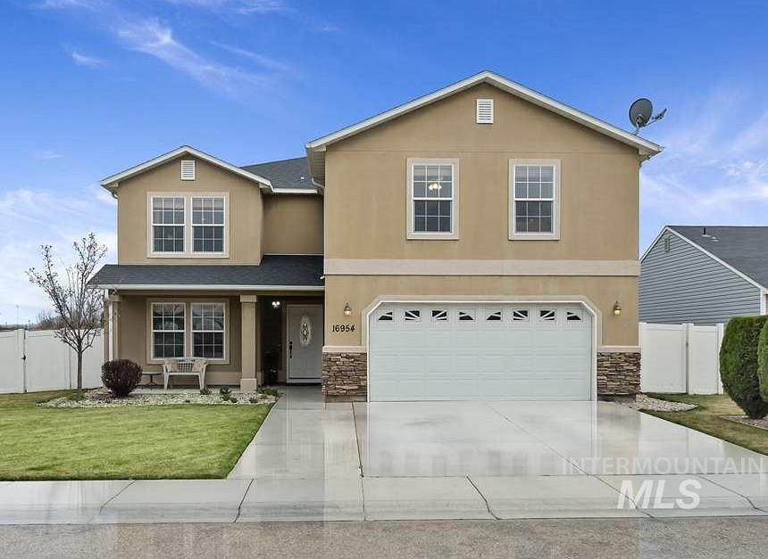 16954 Elsinore Ave - Photo 1