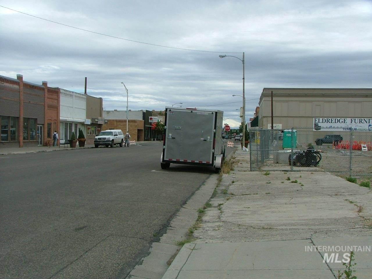 490 Oregon St - Photo 1