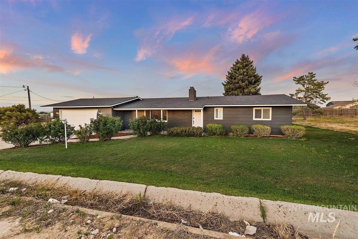 16566 Montana Ave - Photo 1