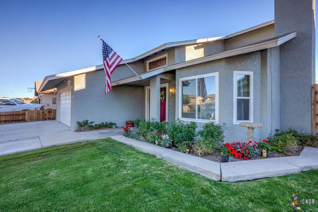 2191 Hamilton Ave, El Centro, CA 92243 (MLS #19428334IC) :: DMA Real Estate